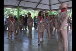 Estudantes de escolas municipais participam de evento de valorização da juventude - Em sua programação, o evento teve danças, palestras para discutir a saúde dos jovens e o trabalho infantil.