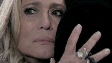 Pilar promete entregar a presidência do hospital para Félix - Ela garante que ficará com a metade do San Magno e deixa Félix eufórico
