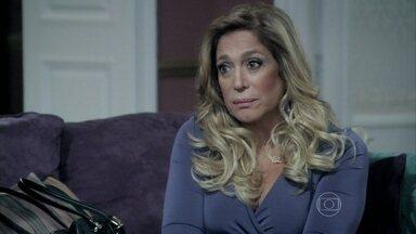 Pilar procura Priscila para falar sobre a separação - Pérsio desconfia das intenções da tia e de Félix
