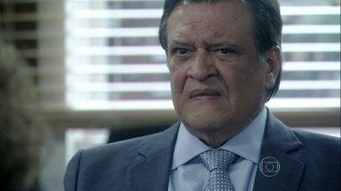 Atílio é condenado - Márcia pede para conversar com ele