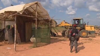 Polícia encerra parte de ocupação de área invadida em Iranduba, no AM - Área de cerca de 50 mil metros quadrados foi ocupada há 3 meses.
