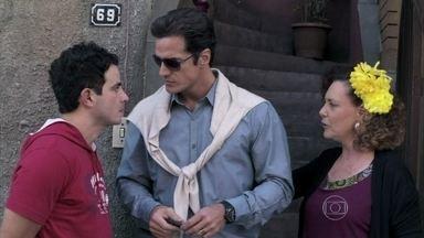 Carlito descobre que Valdirene voltou para casa com Ignácio - O DJ decide ir até a casa de Márcia confrontar a periguete
