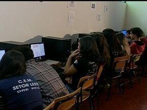 Mais de 7 milhões de estudantes vão fazer as provas do Enem em outubro - Mais de 7 milhões de estudantes se inscreveram para o Exame Nacional do Ensino Médio, o Enem. As provas vão ser aplicadas no último fim de semana de outubro. Até lá, os candidatos podem testar os conhecimentos na internet.