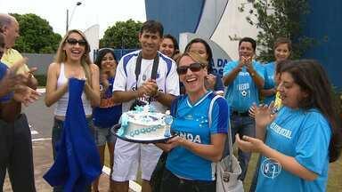 Goleiro Fábio recebe homenagem dos torcedores no dia do aniversário - Time do Cruzeiro começa a treinar nesta terça-feira para jogo contra a Portuguesa.