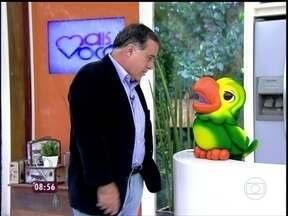 'Eu achei ele malandrinho', brinca Tony Ramos com Louro José - Ana Maria diz que o mascote do programa já é um adolescente de 17 anos