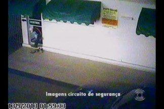 Imagens de câmera de segurança mostra assalto a posto de combustível em Queimadas, PB - Esse foi o segundo assalto em menos de 15 dias ao estabelecimento.