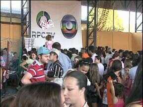 Moradores de Toledo se divertem na 3ª edição do RPCTV na Praça - A tarde foi de música, apresentações e brincadeiras para as crianças.