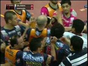 Cascavel perde para o Orlândia e está fora da Liga de Futsal - Mesmo com a vantagem do empate a serpente não conseguiu vencer o atual campeão da Liga.