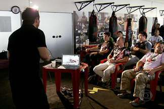 Yamazaki comanda primeiro curso para árbitros de UFC - Maioria dos alunos é faixa preta em alguma modalidade marcial.