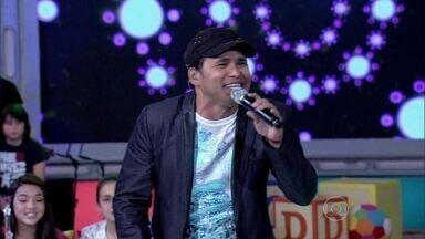 Almir Rouche canta 'É de Chocolate' - Música faz sucesso com as crianças há anos