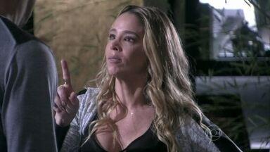 Amarilys garante a Eron que não vai abrir mão de Fabrício - Ela se declara para o advogado e implica com Niko