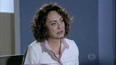 Ordália aconselha Herbert a não decepcionar sua nova namorada - A enfermeira confessa que sente um pouco de inveja por não ter conseguido despertar a paixão do médico no passado