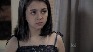 Paulinha não conta para Paloma de quem ganhou o tablet - Ela aceita conversar com a mãe em seu consultório. A médica pede que Bruno fique tranqüilo