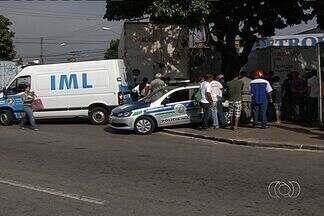 Morador de rua é morto no Setor Campinas, em Goiânia, diz polícia - Em pouco mais de um ano, 37 moradores em situação de rua foram mortos na Grande Goiânia.Uma testemunha informou à Polícia Militar que um homem em uma bicicleta atirou na vítima.