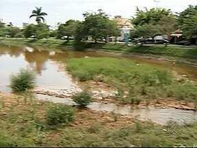Cartão postal em Patos de Minas sofre com assoreamento - Moradores estão tristes com atual situação do lago. Ministério Público afirma que Copasa é a principal responsável.