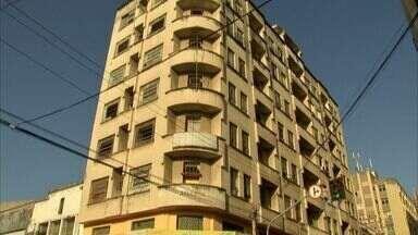 Prédios abandonados de Fortaleza abrigam focos de doenças e usuários de drogas - Áreas também geram riscos de acidentes.