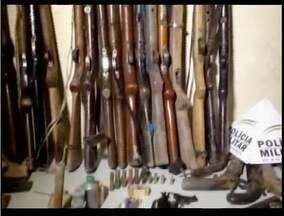 32 armas de fogo são apreendidas em Teófilo Otoni - Operação da PM apreendeu armas em residências. Os donos foram identificados e srão ouvidos pela polícia.