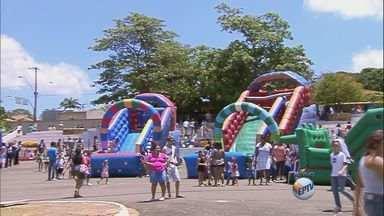 Orlândia, SP, recebe Sábado Mania - Crianças podem se divertir em brinquedos infláveis e brincadeiras.