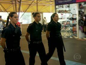 Conheça o time feminino de futsal bom de bola do Metrô de São Paulo - Globo Esporte SP mostra que as seguranças do Metrô são eficientes também com a bola nos pés.