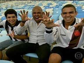 Ídolo, Donizete se junta a torcedores de Bota e Vasco para lembrar momentos marcantes - Antes do clássico, Donizete esteve com um torcedor de cada time e lembrou os títulos conquistados com cada equipe.