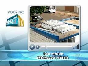 Telespectador registra lâmpadas fluorescentes sobre telhado em Uberlândia - Objetos estavam no telhado da UAI Pampulha. Secretaria Municipal de Saúde afirma que serão retiradas.
