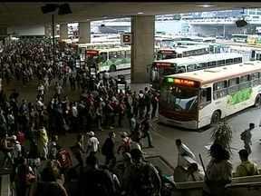 Ônibus serão substituídos em Planaltina e Santa Maria - De acordo com os próprios motoristas, alguns veículos já estão rodando há mais de sete anos. E o estado de conservação dos ônibus comprova: os pneus estão carecas e a lataria tem rachaduras.