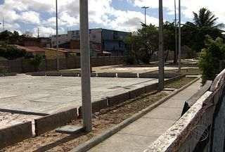 Reforma de praça no bairro 18 do Forte se arrasta há mais de um ano - Assista ao vídeo e confira que a reforma de praça no bairro 18 do Forte se arrasta a mais de um ano.