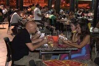Segundo pesquisa 64% dos homens preferem dividir as contas dos bares - Segundo pesquisa 64% dos homens preferem dividir as contas dos bares. Confira.