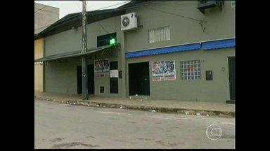 Adolescente é morto dentro de boate em Ipatinga, na madrugada deste sábado - Três suspeitos do crime foram detidos. O dono da boate também foi preso por deixar um menor entrar no estabelecimento.