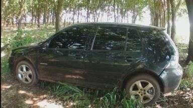 Polícia localiza carro que pode ter sido usado em explosão de banco em Jaborandi, SP - Veículo estava no meio de matagal.