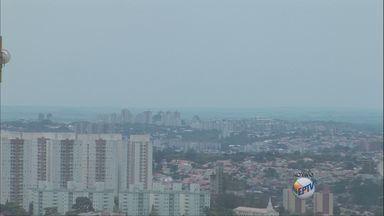 Temperaturas permanecem altas na região de Campinas - Segundo a previsão do tempo, o calor continua nas cidades da região. A temperatura máxima em Piracicaba é de 29°C nesta terça-feira (22).