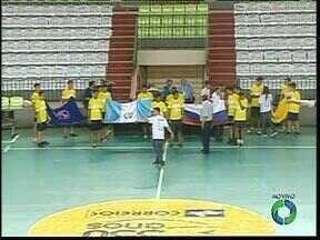 Começa hoje em Maringá o Grand Prix de Futsal - O torneio internacional vai movimentar Maringá durante toda a semana. Oito seleções disputam o título e todos os serão no ginásio Chico Neto.