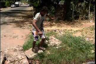 Moradores de Juazeiro do Norte reclamam das condições da Avenida Leão Sampaio - Motoristas e pedestres têm dificuldades para transitar na avenida.