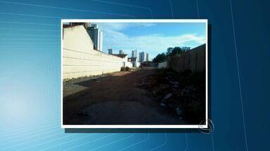 Telespectadora reclama de falta de estrutura em bairro de Cuiabá - Uma telespectadora reclama de falta de estrutura no bairro Jardim Petrópolis, em Cuiabá.