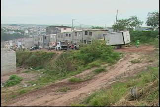 Reintegração de posse é realizada em Ferraz de Vasconcelos - Após uma batalha judicial, foi feita a ação de reintegração de posse em um conjunto habitacional da Vila São Paulo nesta terça-feira (22). O condomínio foi invadido há mais de um ano.