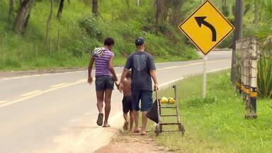 Usuários reclamam de condições da rodovia União-Indústria em MG - Rodovia liga Juiz de Fora a Matias Barbosa, na Zona da Mata.DER planeja revitalização do trecho entre as cidades.