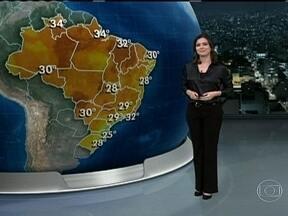 Sul do Brasil pode ser atingido por chuva forte nesta quarta-feira (23) - A chuva vai começar logo cedo e pode vir com ventania, raios e granizo. As áreas mais atingidas pelos temporais devem ser o Oeste do Rio Grande do Sul, de Santa Catarina e do Paraná. Mas o dia vai ser quente em boa parte do Brasil.