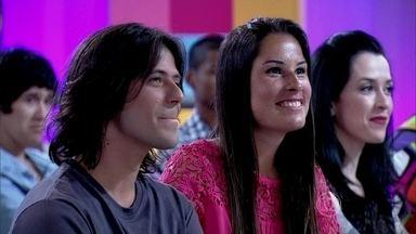 Julia e Thiago têm história de amor embalada pelos Paralamas - Casal fala sobre a relação com a música da banda