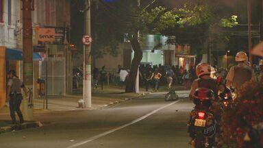Polícia detém 24 pessoas durante protestos de sexta-feira (25) em Campinas - O protesto no centro de Campinas em apoio aos professores do Rio de Janeiro durante a sexta-feira (25) terminou em confusão com pessoas feridas e 24 detidos pela Polícia Militar.