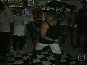 """Parceiros do RJ mostram evento de música e arte que acontece em Caxias - O """"Cypher"""" acontece sempre na última sexta-feira de cada mês no centro de Caxias. O evento reúne vários tipos de dança urbana na Praça do Pacificador."""
