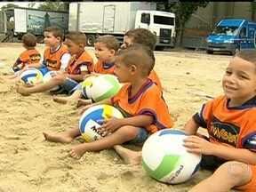 Honório Gurgel recebe o evento 'Esporte e Cidadania' - Atletas, professores de educação física e ONGs estão reunidos na Zona Norte do Rio para participar do evento Esporte e Cidadania, que acontece no Sesi, em parceria com a Globo.