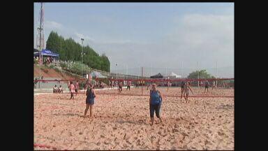 Beach Tênis traz atleta da região nos Jogos Abertos do Interior - A equipe de Santos foi vice-campeã da segunda divisão, no masculino e feminino. No feminino profissional, Santos ficou em terceiro lugar.