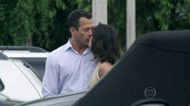 Amor à Vida - capítulo de sábado, 26/10/2013, na íntegra - Amarilys revela a Niko que se relacionou com Eron