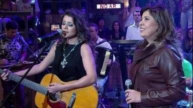 Roberta Miranda faz uma surpresa para Paula Fernandes - Cantoras se apresentam juntas com a música 'Majestade, o sabiá'