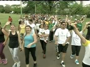 Milhares de pessoas participam da Caminhada do Medida Certa em Campo Grande - Mais de sete mil pessoas acordaram cedo para caminhar com o Medida Certa. Quem passou pelo evento, mediu a cintura e deu o primeiro passo para uma vida mais saudável.