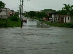 Chuva causa diversos alagamentos em Bagé, RS - Sábado amanheceu com muita chuva em toda a região.
