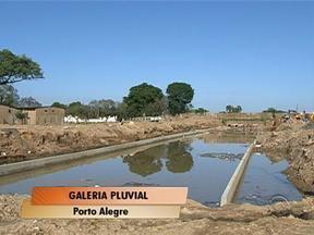 Começou na manhã desta segunda-feira a construção de uma galeria pluvial em Porto Alegre - Expectativa é que os trabalhos sejam concluídos em 60 dias.