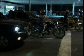 Motoristas reclamam dos frequentes assaltos no Bairro Sapiranga - Cruzamento entre as Avenidas Washington Soares e Oliveira Paiva é o alvo preferido dos assaltantes.