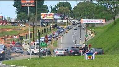 Obras na Dutra complicam o trânsito em Taubaté (SP) - O motorista que passar pela via Dutra, no trecho de Taubaté, vai precisar de paciência. O km 118 da rodovia, na pista sentido São Paulo, está em obras.