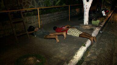 Homem é preso e menor apreendido após troca de tiros com Polícia Militar em Maceió - Troca de tiros aconteceu ontem a noite no bairro do Prado. Segundo a polícia, eles são suspeitos de praticarem assaltos na região.